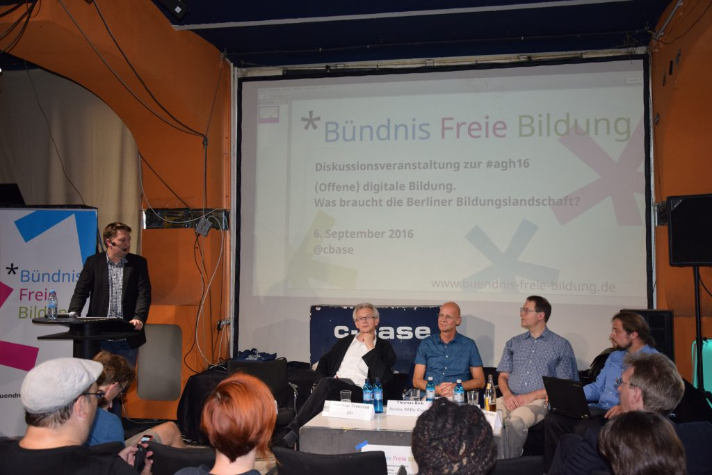 Diskussionsveranstaltung zu offener digitalen Bildung am 06.09.2017 Foto: Mona Huber CC-BY-SA, eingefärbt Valentin Münscher CC-BY-SA