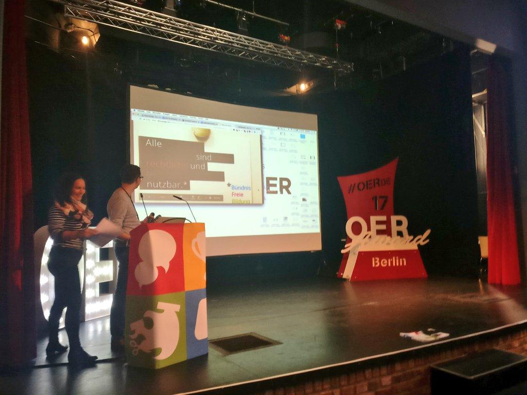 Janna Schlender und Matthias Andrasch stehen auf der Bühne